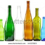 出典 https://image.shutterstock.com/display_pic_with_logo/204283/149372825/stock-photo-glass-bottles-of-mixed-colors-including-green-clear-white-brown-and-blue-149372825.jpg