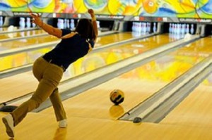 出典 https://pixabay.com/static/uploads/photo/2015/03/28/16/52/bowling-696132__180.jpg
